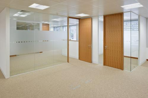 Frameless glass partition system